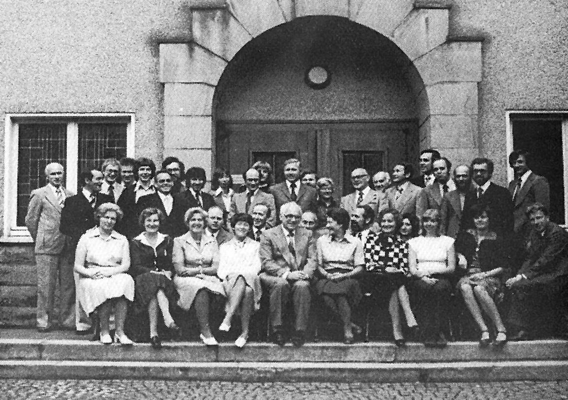Das Lehrerkollegium des Gymnasiums Hohenlimburg 1977 - in der Mitte Rektor Lingen
