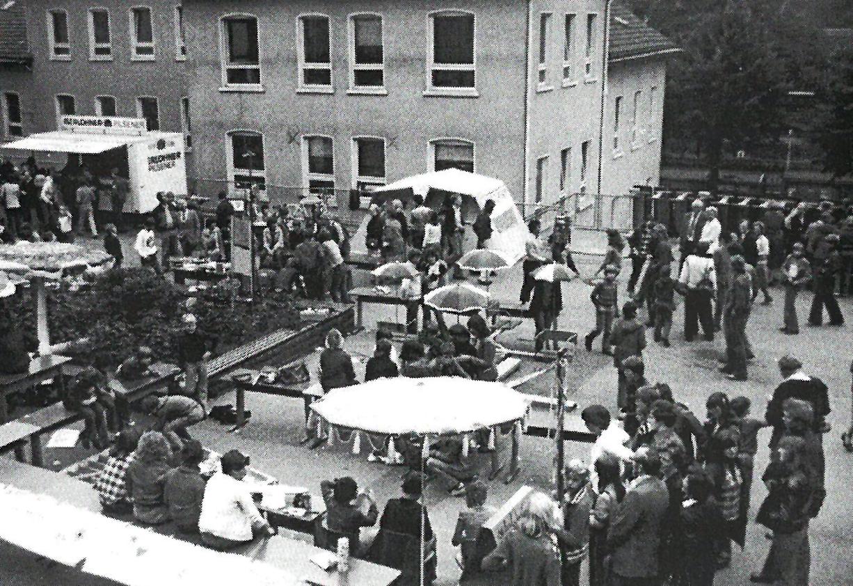 Schulfest auf dem Pausenhof - 1977