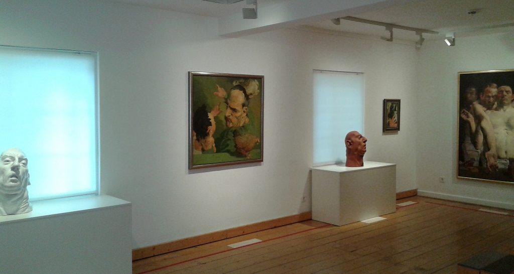 Ausstellungsraum mit Grützke-Werken