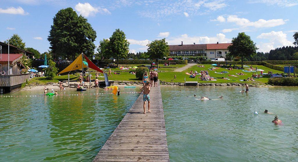 Strandbad am Der Klostersee bei Seeon