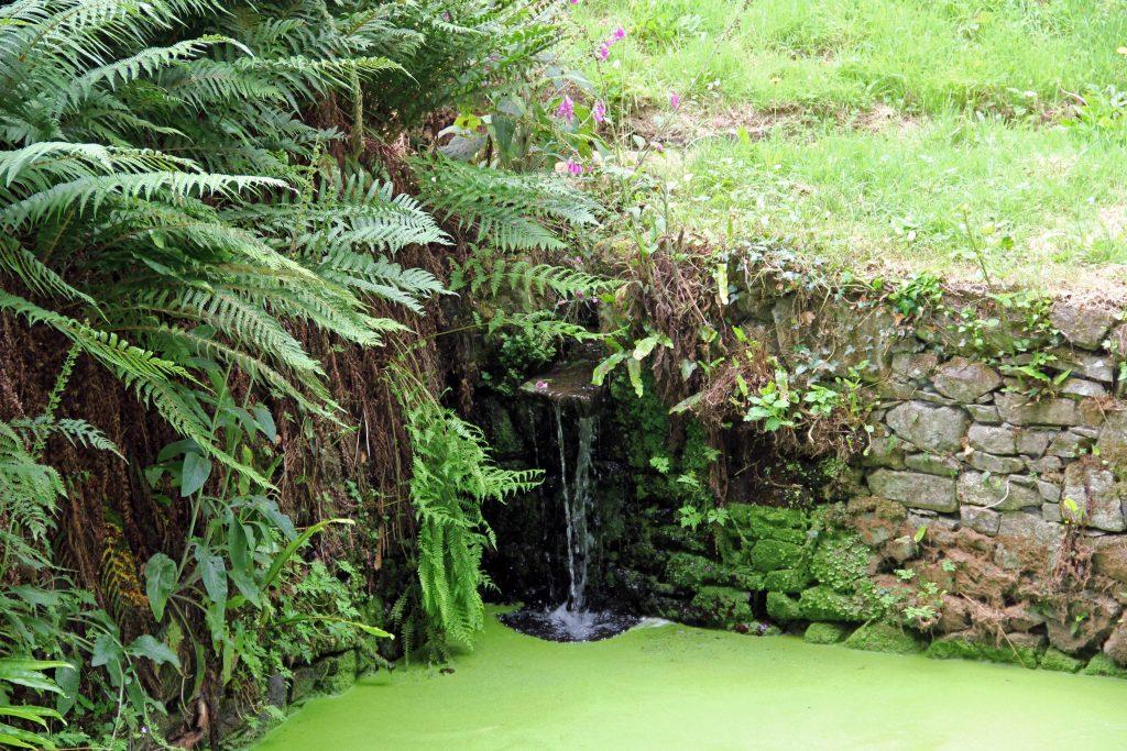 La Chateau la Roche Jagu - Wasser sprudelt hervor