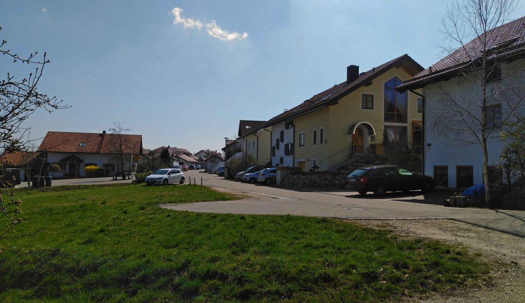 Auf dem Jakobsweg - komatöse Siedlung in St. Wolfgang