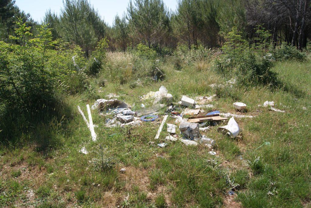 Müll und Schutt im Urlaubsland