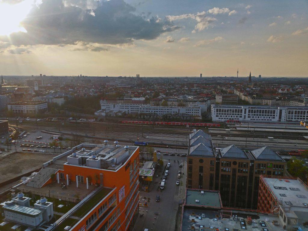 Ostbahnhof und Skyline - München von oben