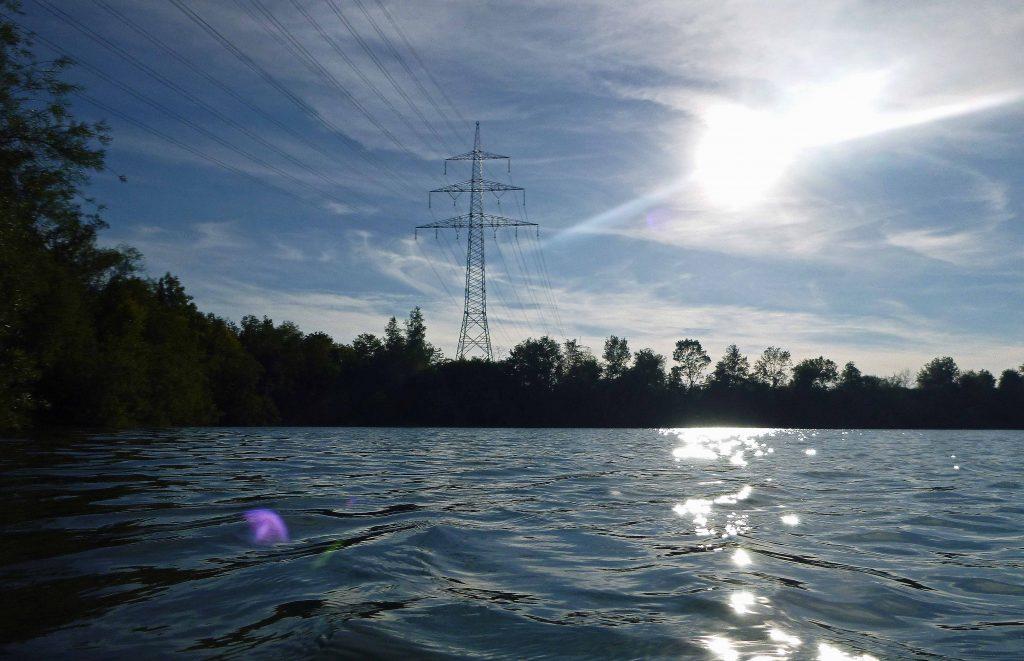 Strommast, Sonne hinter Cirrus-Wolken