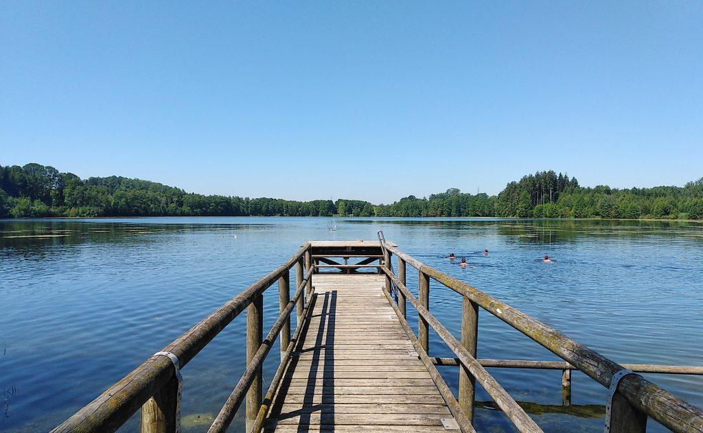 Schwimm- und Badesteg am Tinninger See