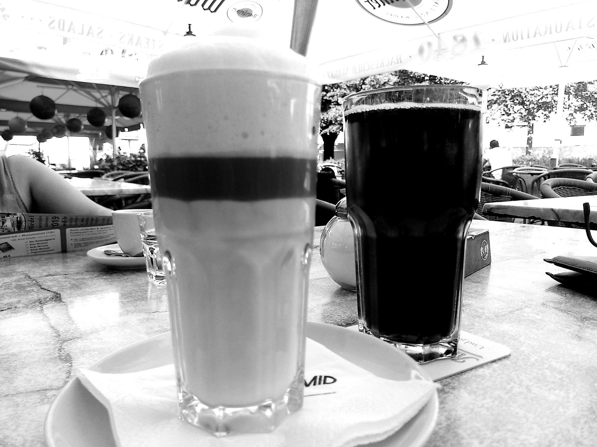10 Tage Schwarz weiß - Kaffee und Kaltgetränk am Hacke'schen Markt
