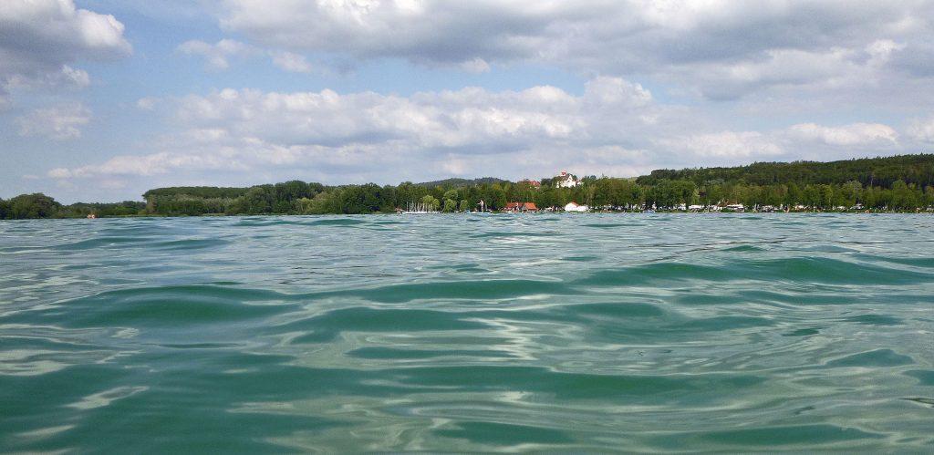 Pilsensee - Blick nach Seefeld, mit Schloss und Campingplatz
