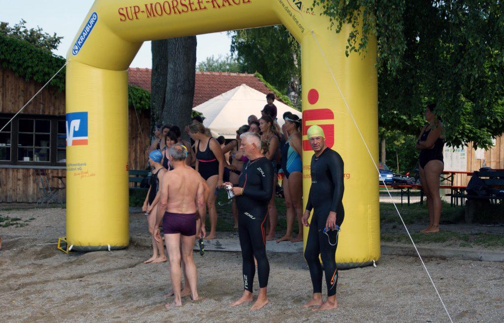 Volksschwimmen Tachinger See: Vor dem Start