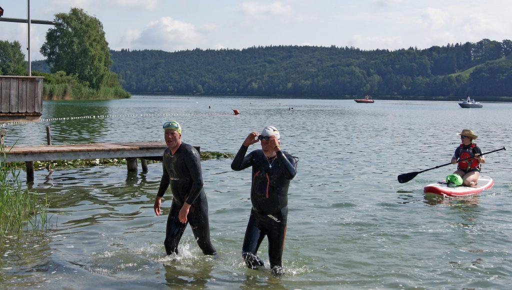 Volksschwimmen Tachinger See: Raus aus dem Wasser