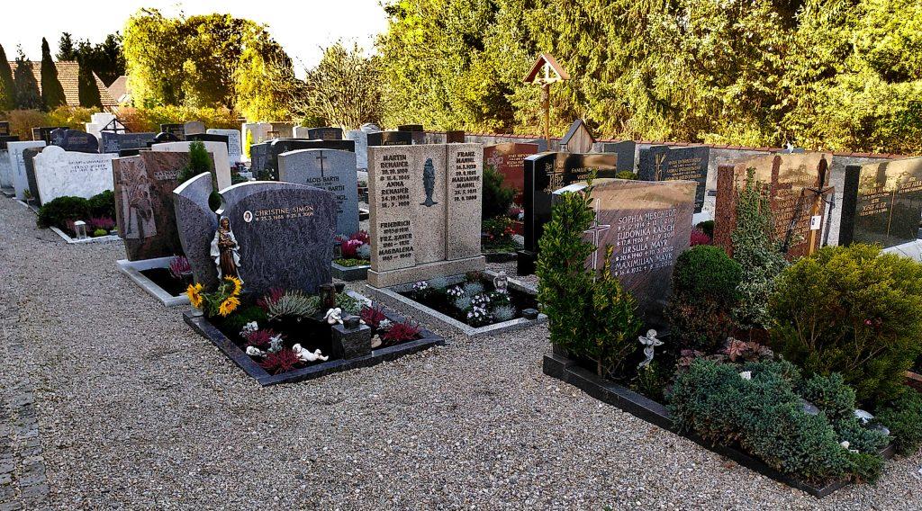 Alle Gräber nach Osten ausgerichtet. Auf dem Friedhof