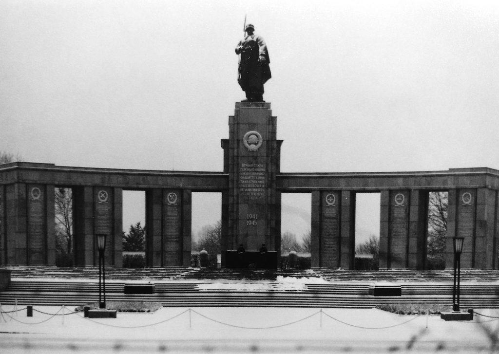 Sowjetisches Ehrenmal im Berliner Tiergarten